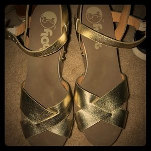 Shoes - Gold wedges cutre 💛💛